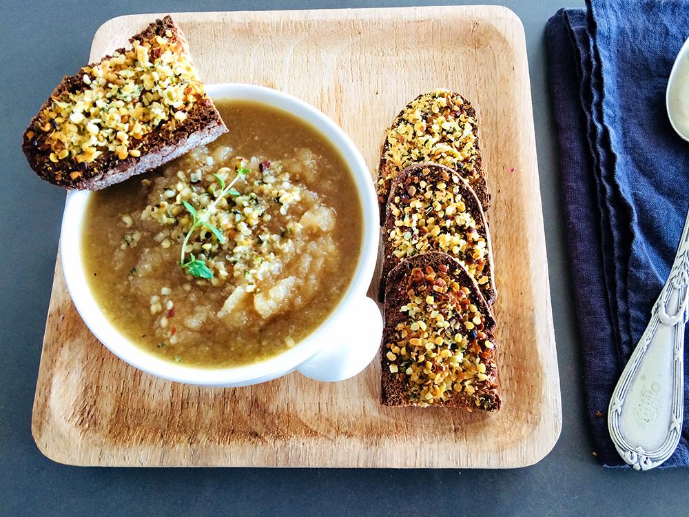 Recepta de sopa de ceba i farigola per Cristina Arroyo