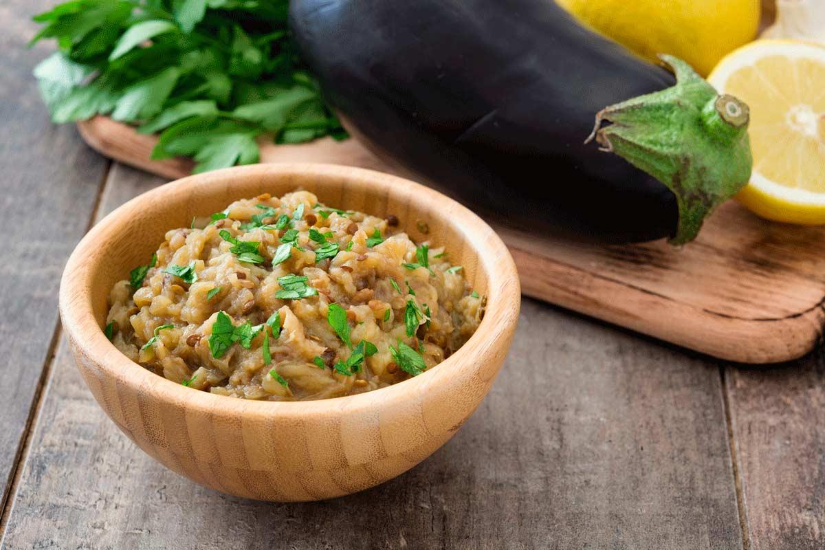 Recepta de paté d'albergínia o mutàbal, plat tradicional de l'Orient Mitjà.