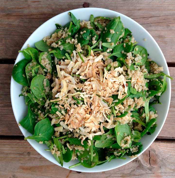 Recepta de quinoa amb espinacs, ceba deshidratada, salsa de tahina y umeboshi per Núria Roura