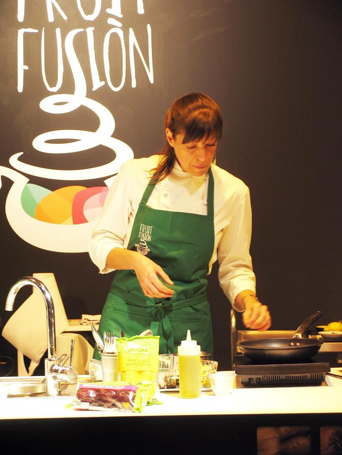Elena cuinant
