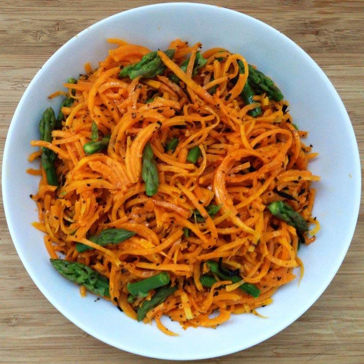Espaguetis de carbassa amb esparrecs