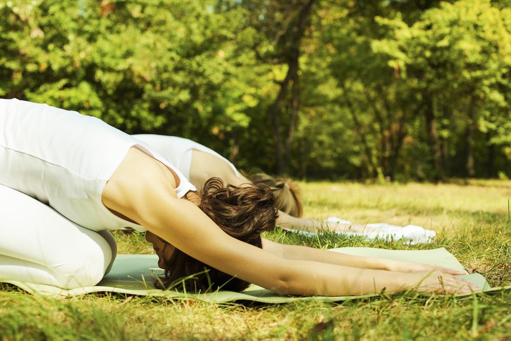 Estiraments i ioga, al parc