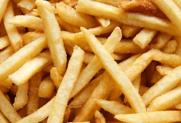 Els aliments que contenen midó cuinats a altes temperatures contenen acrilamides.