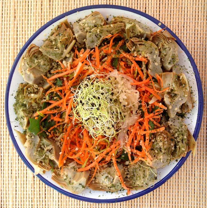 Amanida de carxofa, pastanaga i carbassó