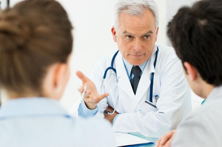 metge i pacients-730