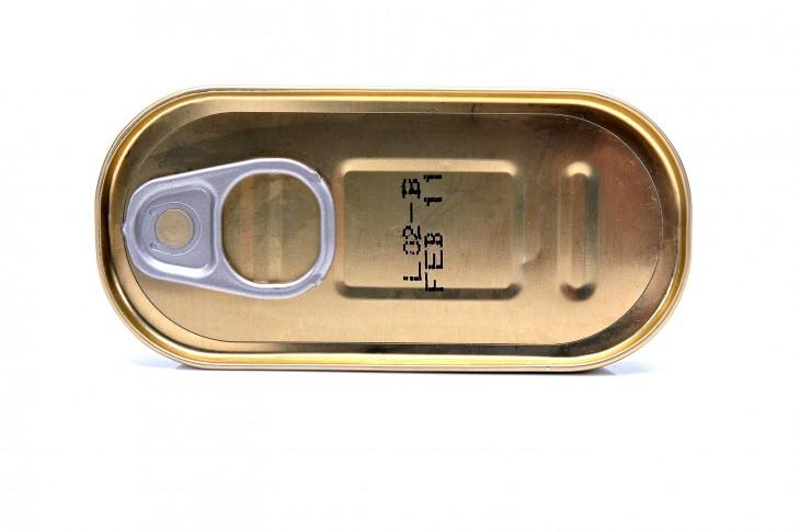 Les llaunes de conserves solen incorporar l'additiu E218.