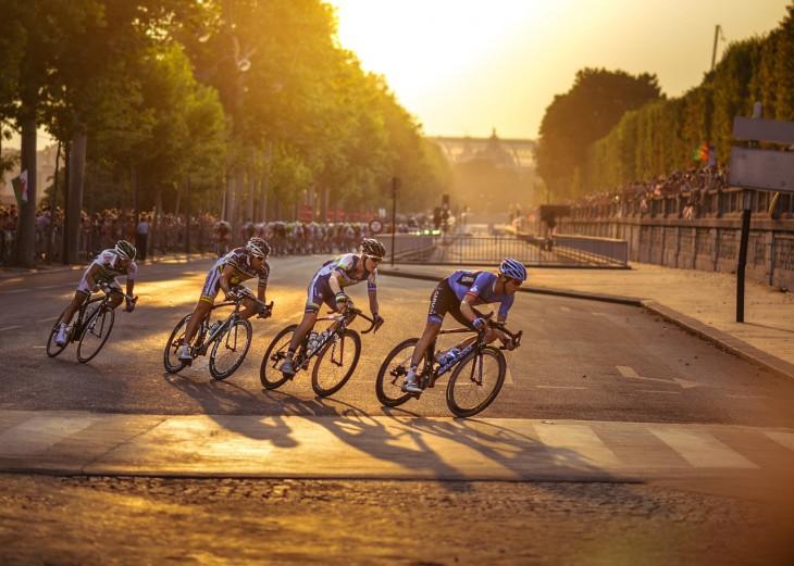 cyclists-917307_1280