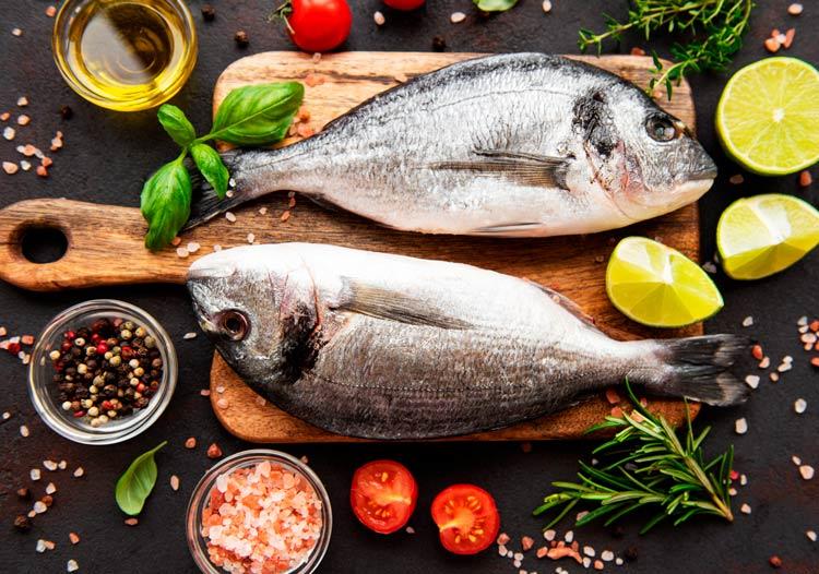 Guia pràctica per consumir el peix i el marisc menys contaminat