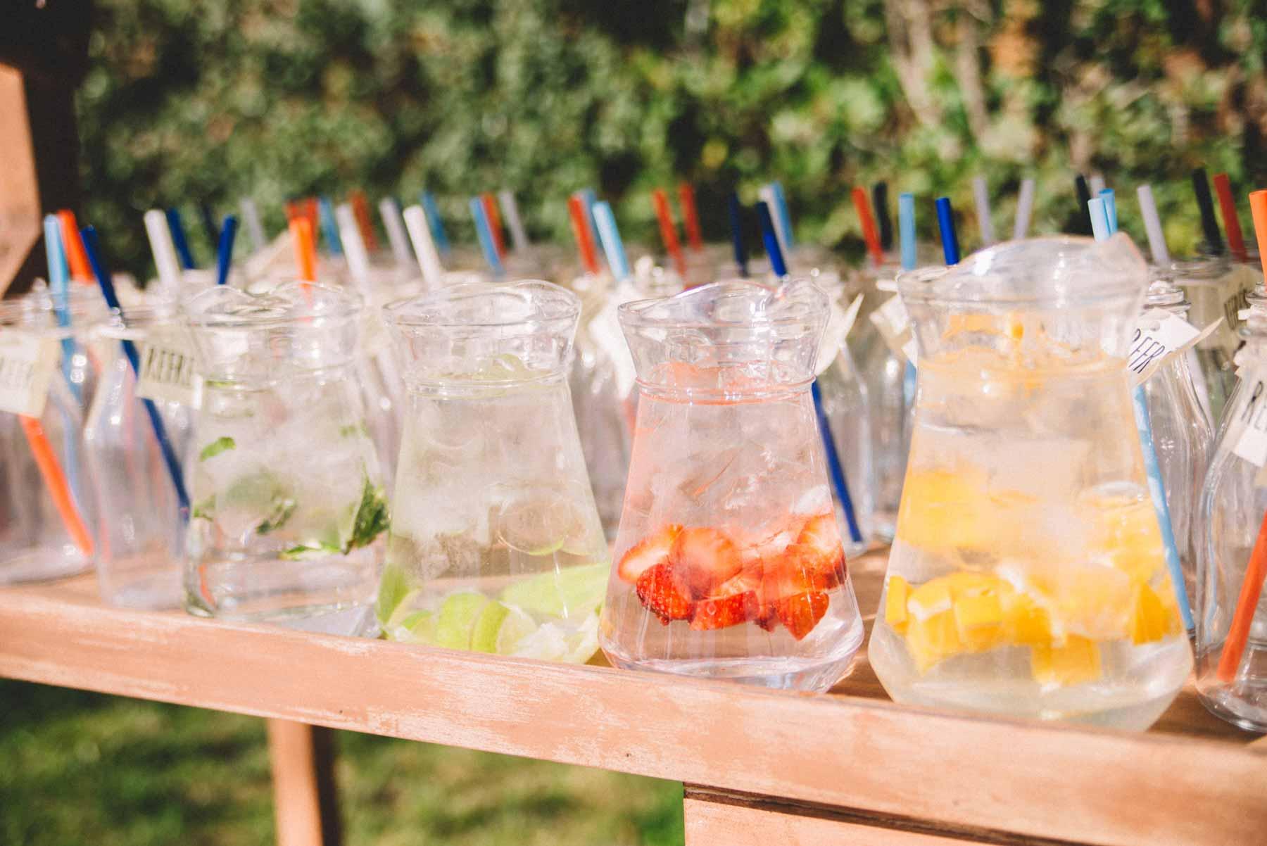 Gerres d'aigua amb fruites