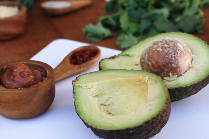 L'alvocat, fruita ideal per a untar enlloc d'aliments més calòrics com la margarina o la mantega.