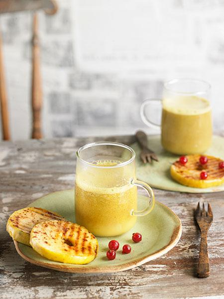 Receta de Cúrcuma Latte amb rosquilles de poma