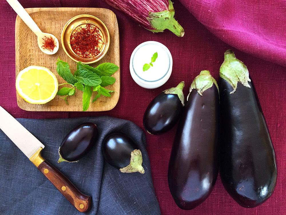 La recepta de la felicitat amb albergínies i crema de iogurt grec amb safrà