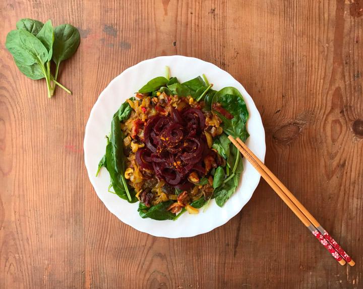 Espaguetis de remolatxa amb saltat de xiitake