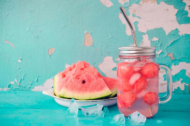Aigua amb síndria per a refrescar-te a l'estiu.