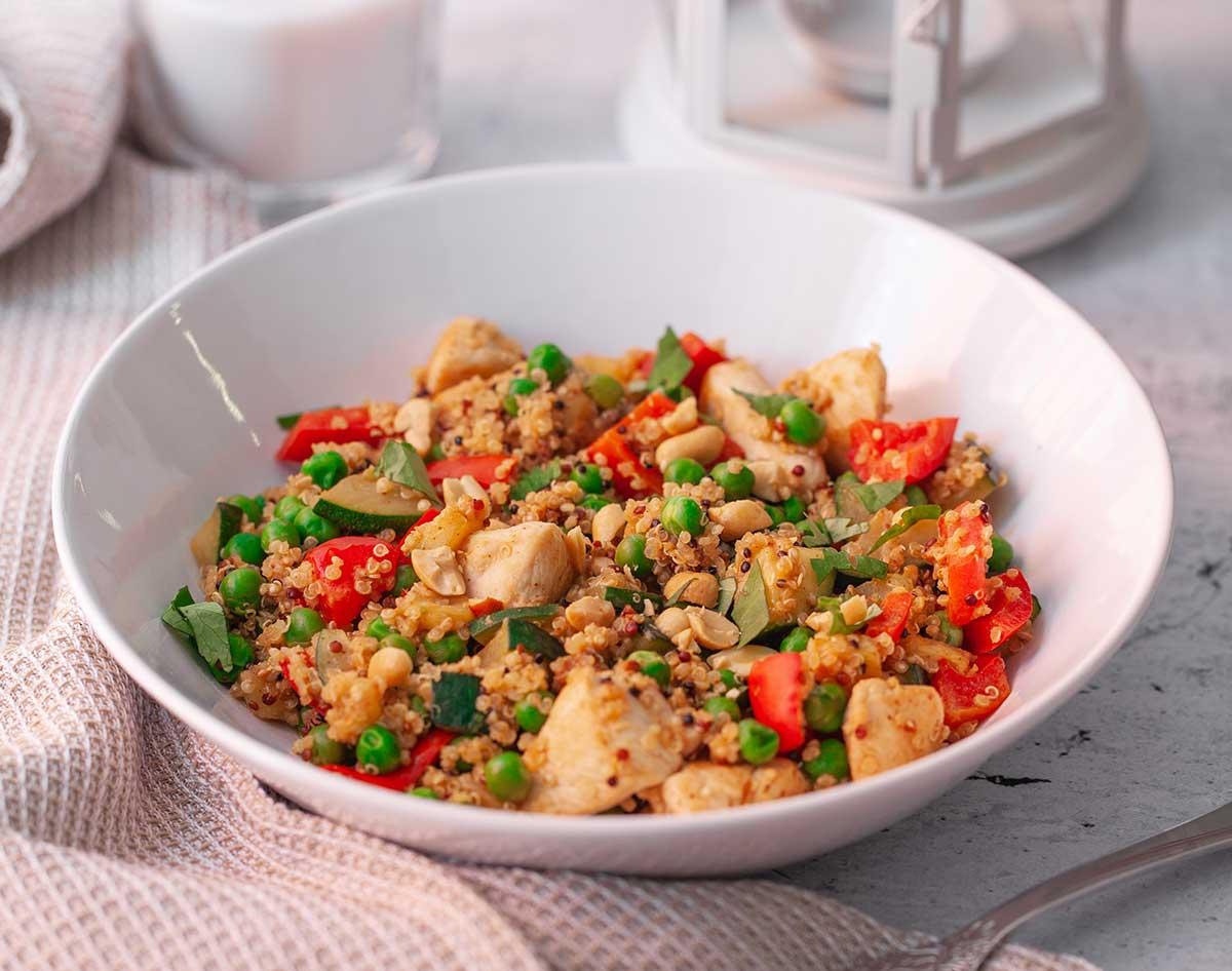 sopar saludable amb quinoa, pollastre i pèsols