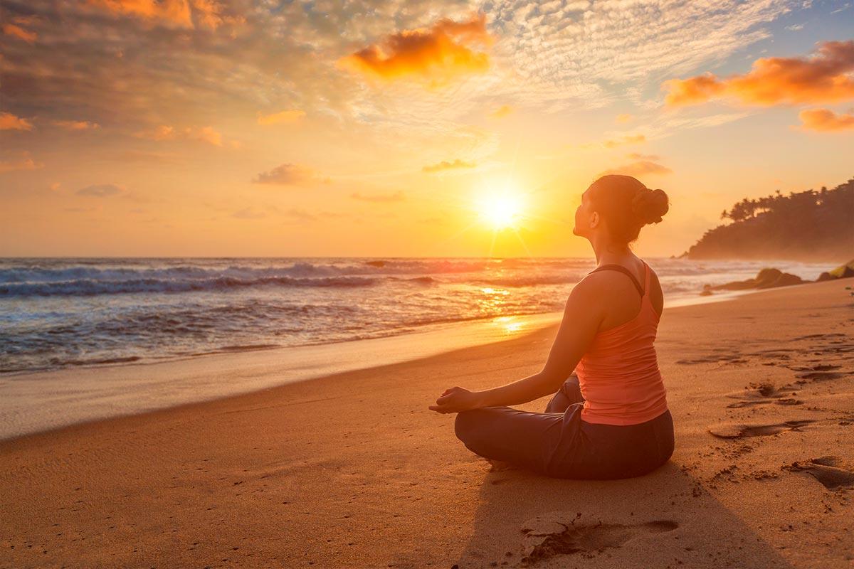 Exercici de meditació vora el mar