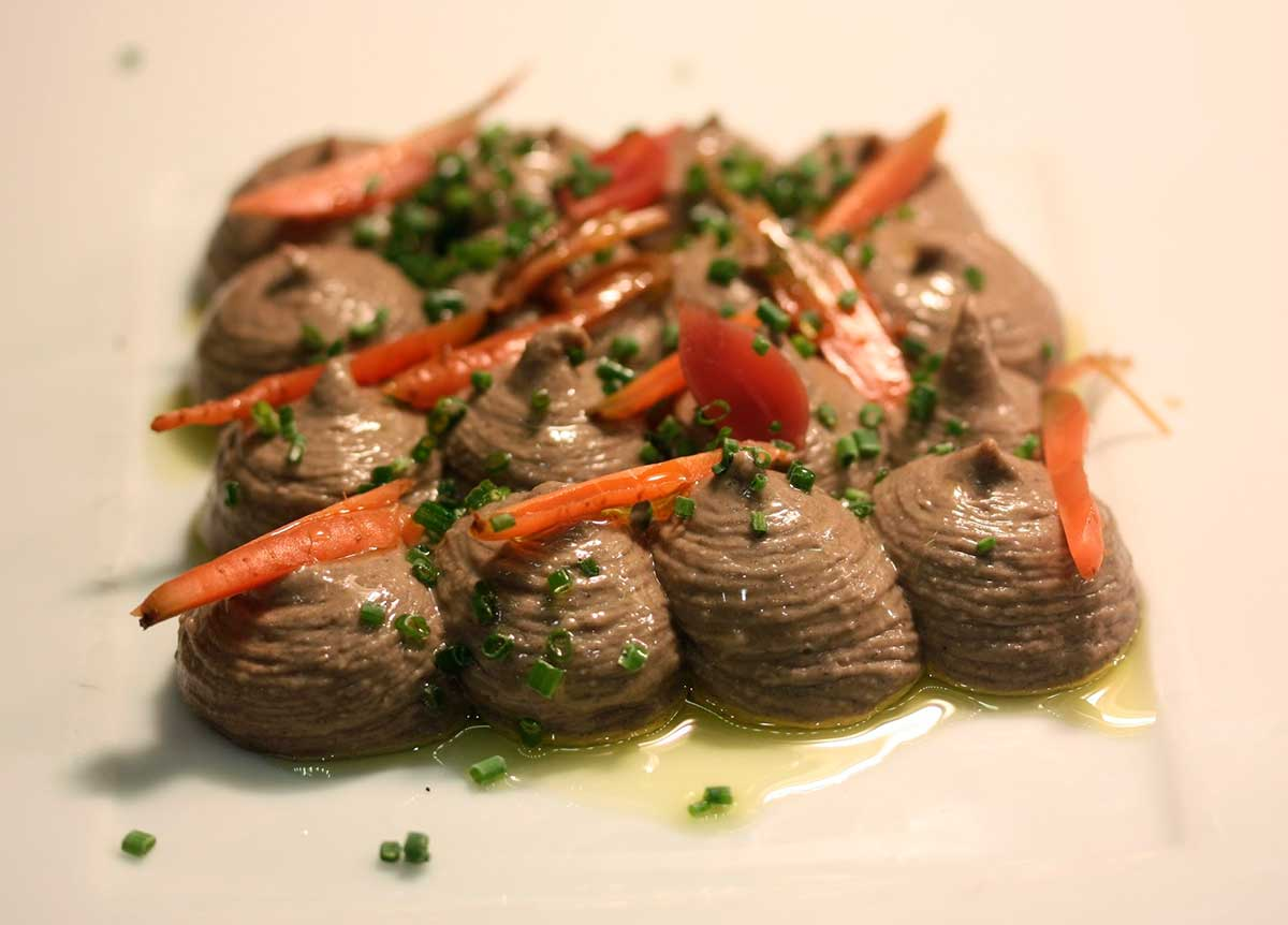 Hummus de mongeta del ganxet i alls negres