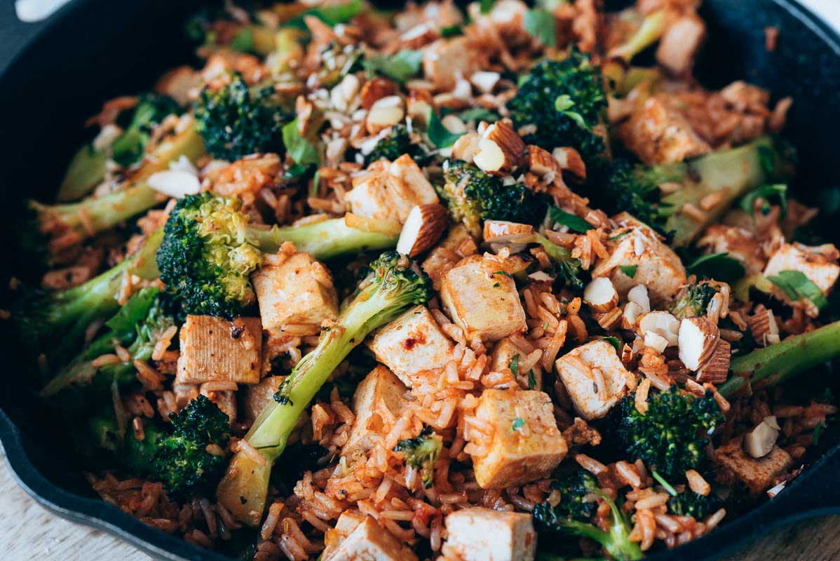arròs basmati saltat amb bròquil i tofu fumat