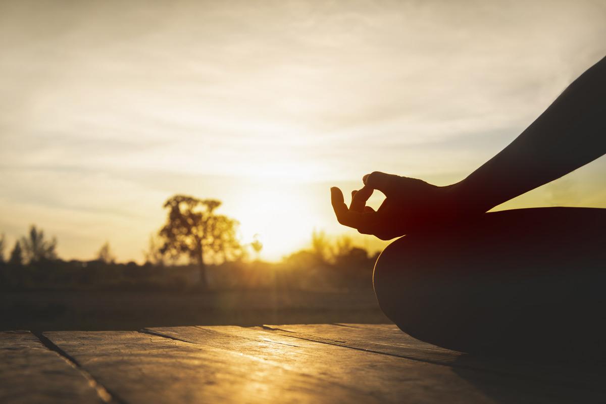 yoga calma posta de sol