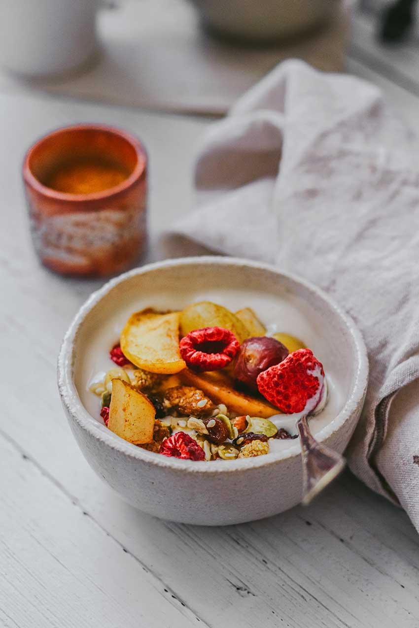 Iogurt de coco amb fruita al forn