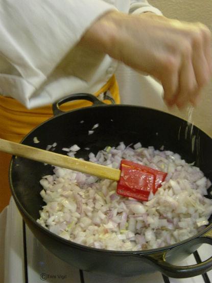 La sal fa suar la ceba. Foto: Trini Vigil
