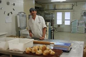 Jaume Llesta, al seu forn Diga-li pa, a Girona