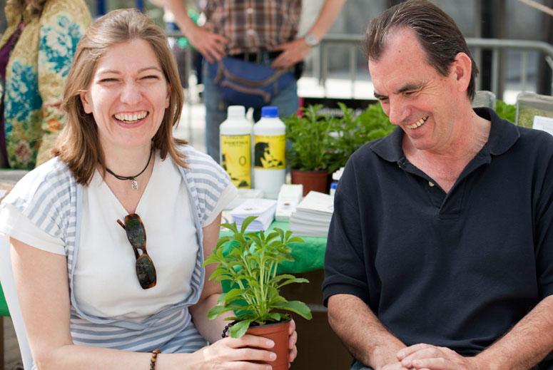 """foto Christine Bertin i Francisco Julián, membres de """"La dolça revolució de les plantes medicinals"""" - 4"""