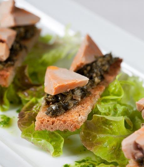 Torradeta amb foie de mar i tàrtar d'algues