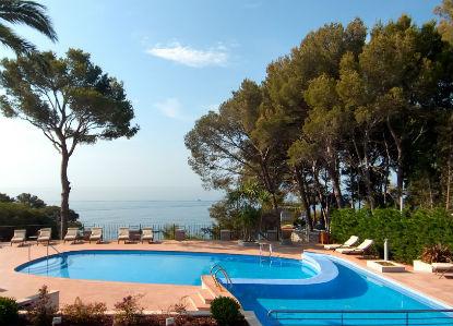 Piscina amb vistes al mar a l´Hotel Cala del Pi de Platja d´Aro
