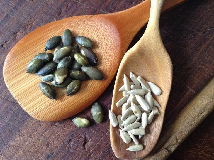 llavors torrades de carbassa i girasol, rique en oimega 3, beneficioses en una dieta anti estrés