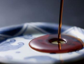 Quina diferència hi ha entre la salsa de soja, el tamari i el shoyu?