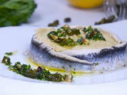 Hummus de cigrons amb seitons i julivertada d'avellanes i festucs
