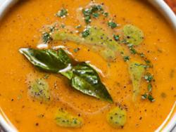 Crema de civada i verdures amb oli d'alfàbrega
