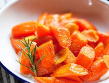 Saltat llarg de pastanagues amb gingebre i romaní