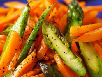 Amanida de pastanaga i espàrrecs