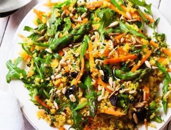 Quinoa reial amb verdura verda, all negre i fenigrec