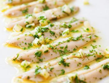 Seitons marinats amb vinagre de poma i aigua de mar