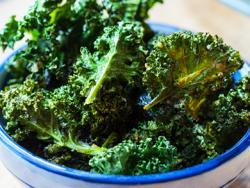 Xips picants de kale a forn suau