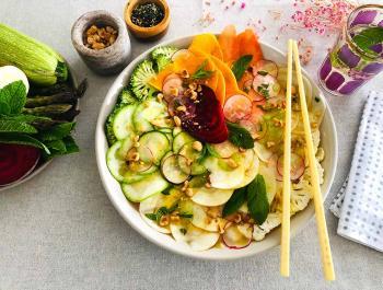 Carpaccio irisat de verdures missatgeres de vida