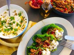 """Kisir turc de búrgul amb menta, magrana antioxidant i salsa """"Perdició de macadàmia"""""""