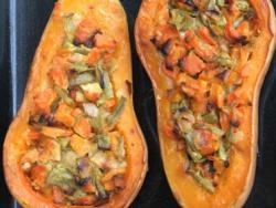 Carbassa farcida de verdures i llevat nutricional