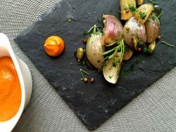 Viatge al camp de Figueres amb un confit de cebes dolces amb salsa romesco