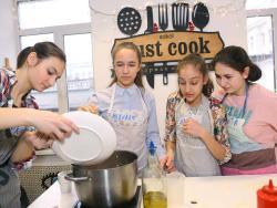 """""""Cuina sense pares"""", tallers per a adolescents als municipis"""