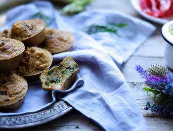 Muffins salats de gambes i espàrrecs
