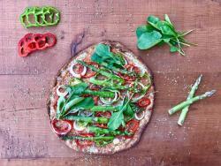 Pizza de coliflor amb verdures