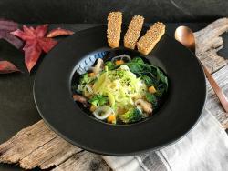 Sopa ramen vegetal amb tempeh cruixent