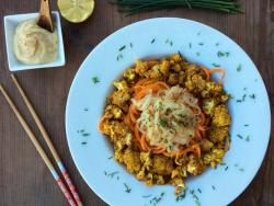 Coliflor garam masala amb espaguetis de verdures