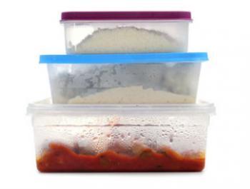 Ingerim tòxics a través dels plàstics dels aliments
