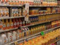 Sucs de fruita per berenar per al nen? Compte!