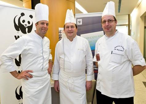 Tres xefs reconeguts cuinen al Parlament Europeu per defensar la pesca sostenible
